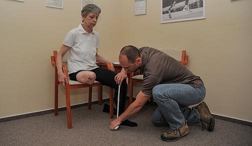 prubeh-vybaveni-protezou